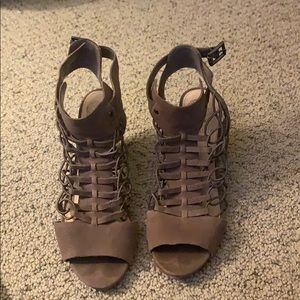 Vince camuto Evel' Leather Sandal size 8